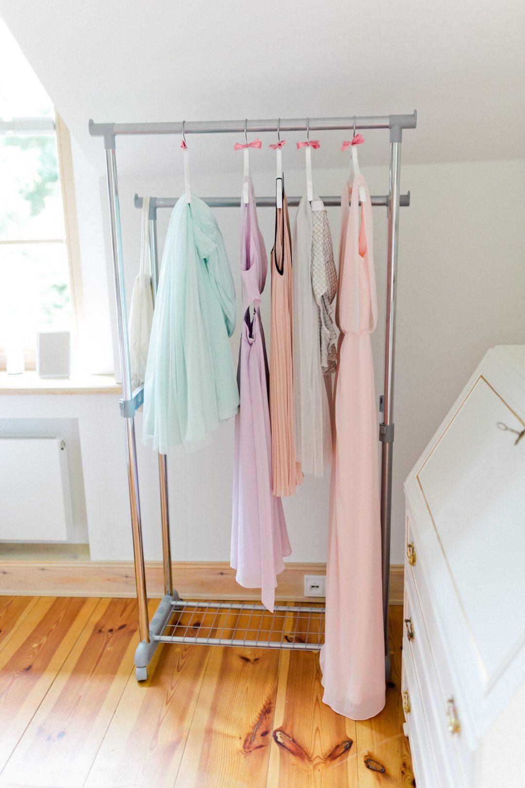 Personalisierte Kleiderbügel für deine Brautjungfern - The Bride ...